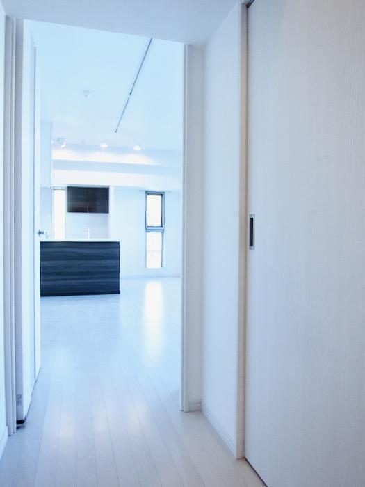 玄関&廊下 スタイリッシュ&クールな空間。 FIRST RESIDENCE SAKAE5