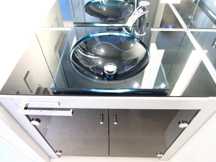 サニタリールーム。鏡が美しい。 スタイリッシュ&クールな空間。 FIRST RESIDENCE SAKAE4