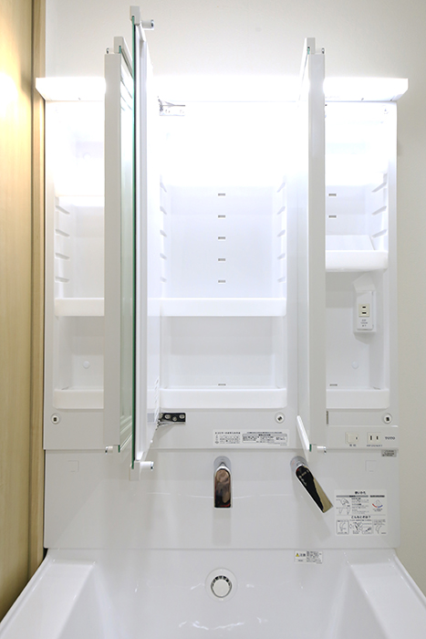 本山【平和第2マンション】1A号室_水周り_独立洗面台_鏡背面の収納_MG_5105