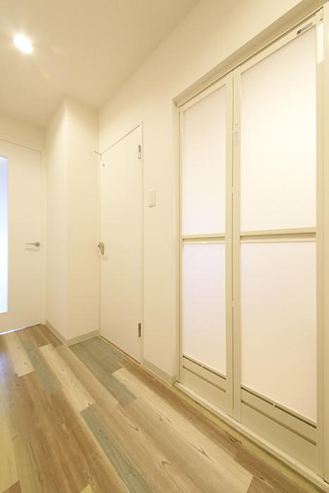 本山【平和第2マンション】2E号室_水周り_バスルーム・トイレへのドア_MG_4723