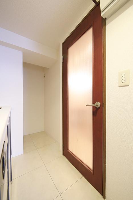 【ビアンカーサ】605号室_水回りへのドア・冷蔵庫置き場_MG_8117