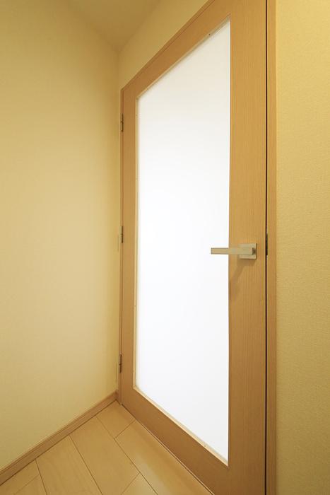 【ドゥーエ大須】1004号室_廊下_洋室へのドア_MG_6720