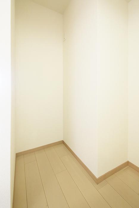 【ドゥーエ大須】1004号室_洋室_キッチン周り_冷蔵庫置き場_MG_6781