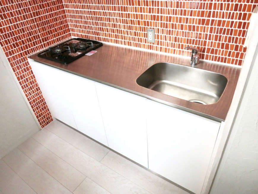 1F モザイクタイルのキッチン。BOX HOUSE 5B号室10