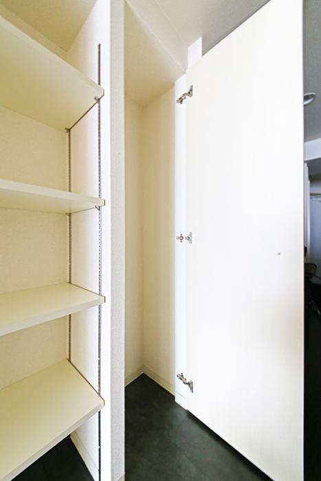 【丸の内セントラルハイツ】503号室_廊下_収納スペース_MG_6312