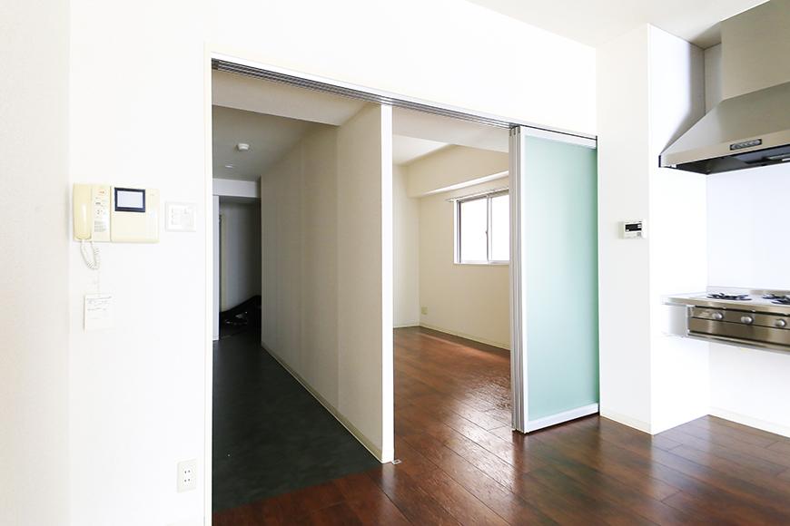 【丸の内セントラルハイツ】503号室_LDK_洋室・廊下との仕切りドア_MG_6432