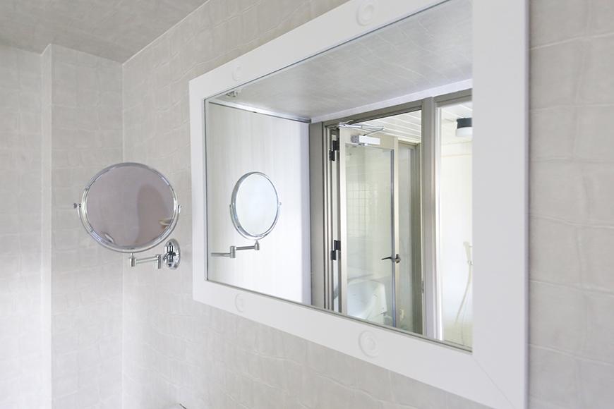 【ビアンカーサ】701号室_水回り_独立洗面台の横長の鏡_MG_8444