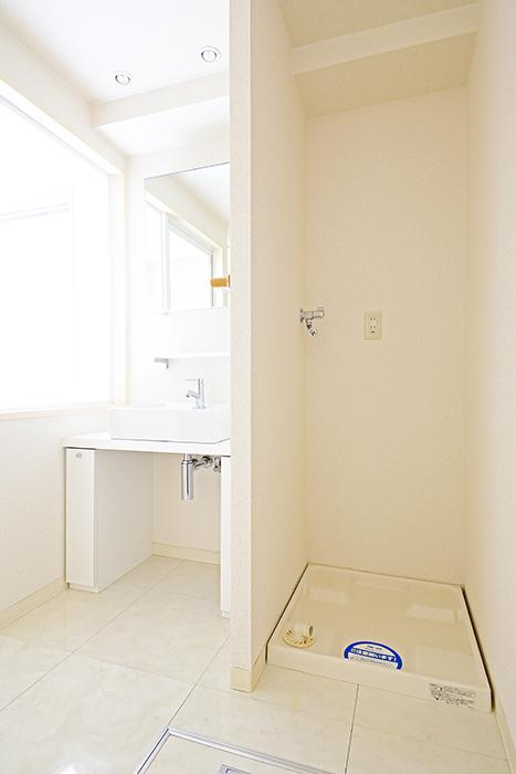 【丸の内セントラルハイツ】503号室_水周り_室内洗濯機置き場・独立洗面台_MG_6134