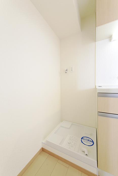 【ドゥーエ大須】1004号室_洋室_キッチン周り_室内洗濯機置き場_MG_6778