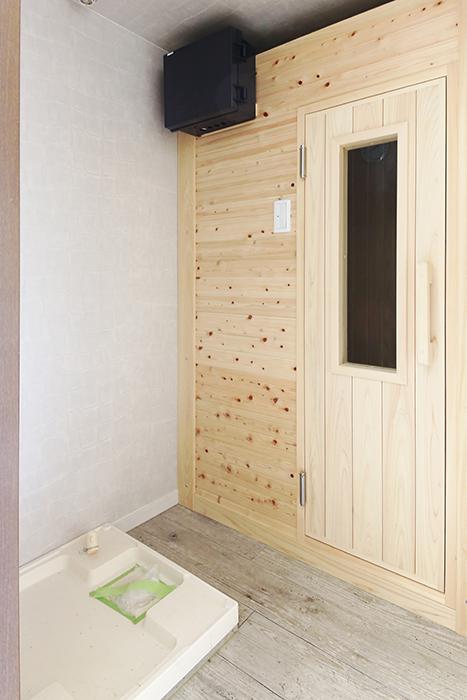 【ビアンカーサ】701号室_水回り_室内洗濯機置き場とサウナスペース_MG_8386