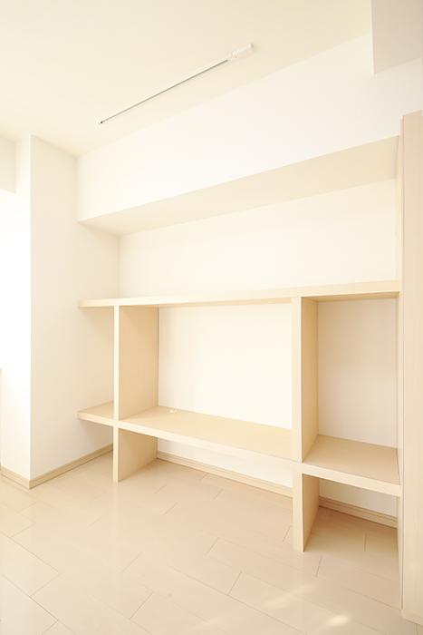【ドゥーエ大須】1004号室_洋室_壁面収納棚_MG_6920