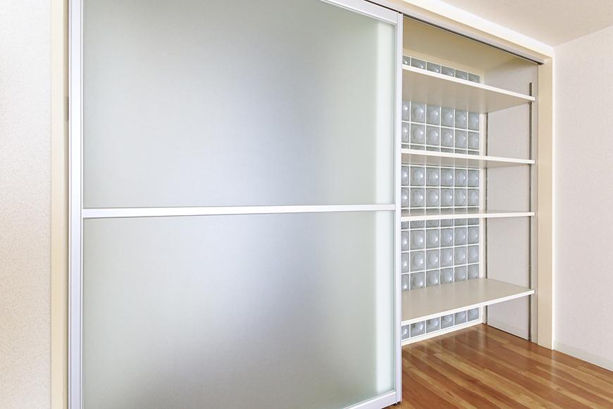 【丸の内セントラルハイツ】805号室_洋室_収納ドア兼用の仕切りドア_MG_5760