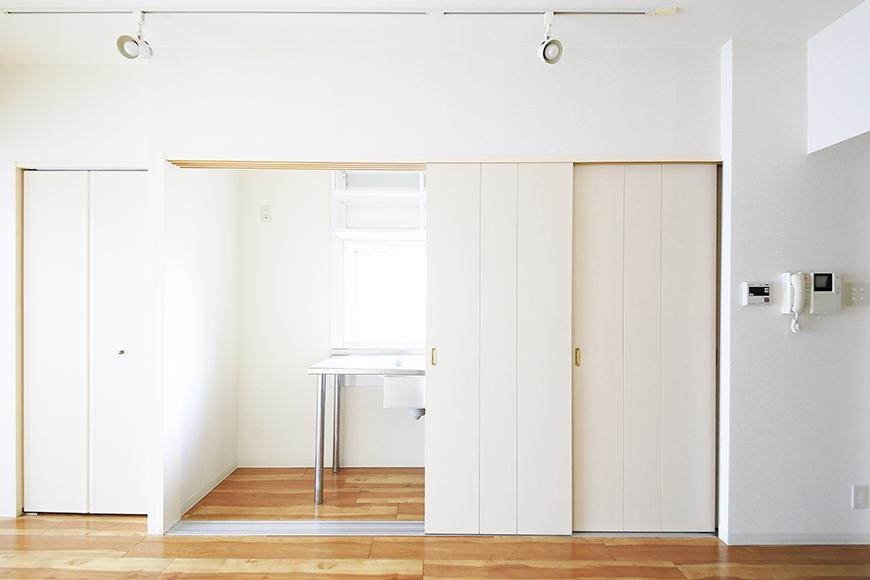 【丸の内セントラルハイツ】805号室_洋室_キッチン_仕切りドアがあります_MG_5782