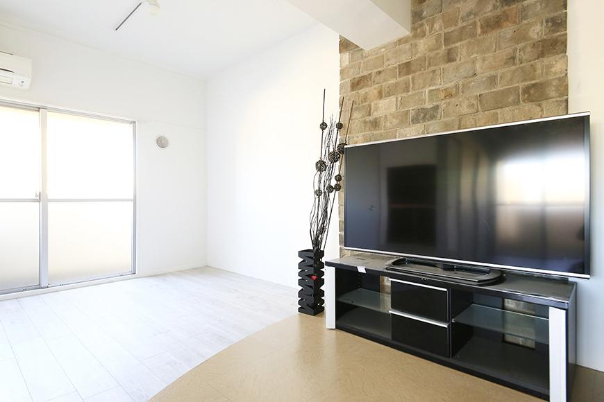 【主税ビル】701号室_LDK_壁際のテレビ、インテリア_MG_5578
