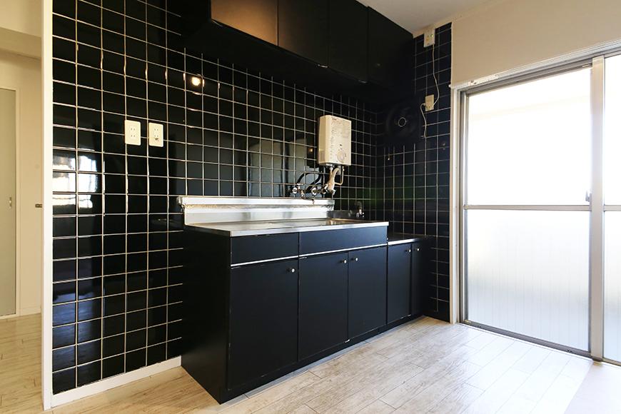 【主税ビル】901号室_LDK_キッチン周り_大きな窓がそばにあり明るいキッチン_MG_5692