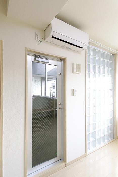 【ドゥーエ大須】1004号室_洋室_バルコニーへのドア_MG_6866
