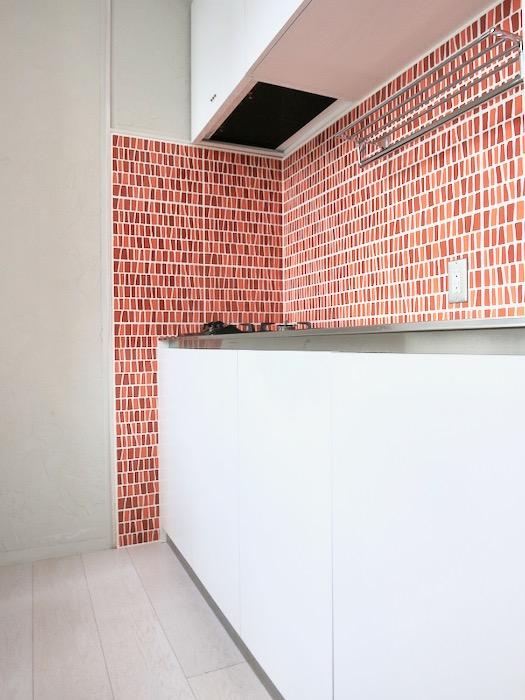1F モザイクタイルのキッチン。BOX HOUSE 5B号室1