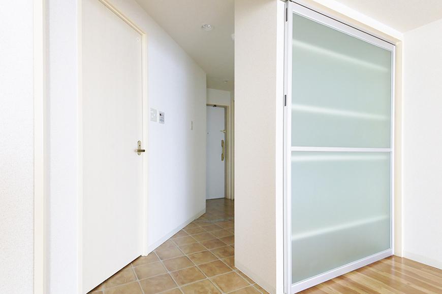 【丸の内セントラルハイツ】805号室_洋室_収納ドア兼用の仕切りドア_MG_5756