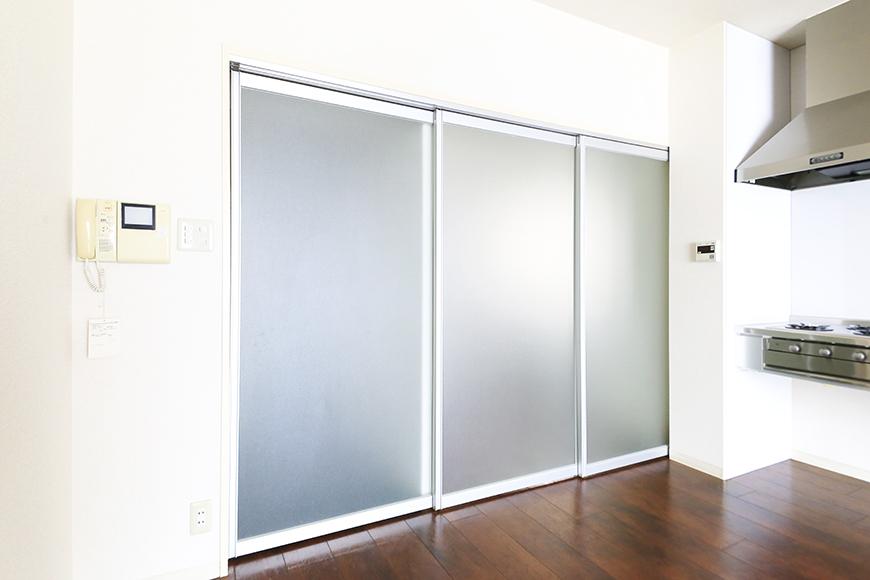 【丸の内セントラルハイツ】503号室_LDK_洋室・廊下との仕切りドア_MG_6427