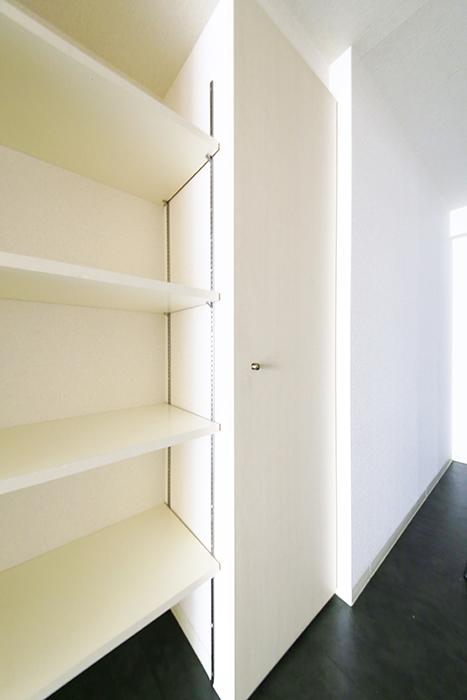 【丸の内セントラルハイツ】503号室_廊下_収納スペース_MG_6297