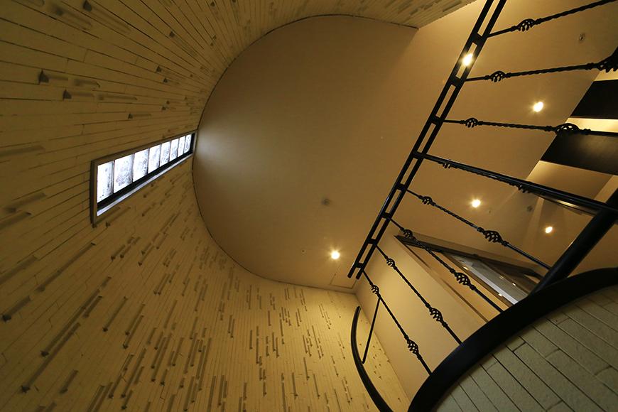 【ビアンカーサ】共有部_地下からの階段_MG_8799