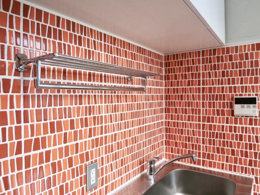 1F モザイクタイルのキッチン。BOX HOUSE 5B号室2