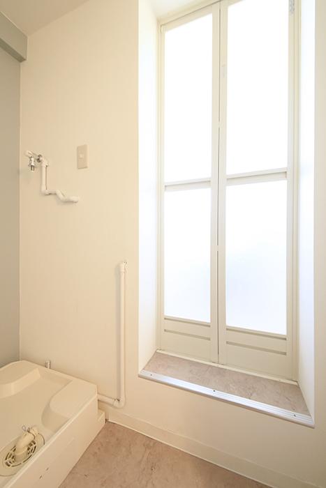 【主税ビル】901号室_水周り_バスルームへのドア_MG_5777