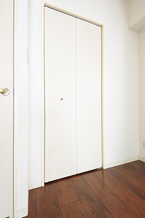 【丸の内セントラルハイツ】503号室_洋室_クローゼット収納_MG_6261