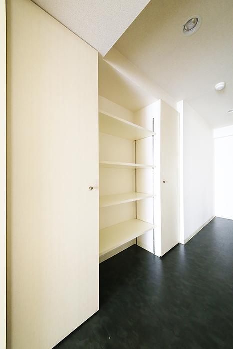 【丸の内セントラルハイツ】503号室_廊下_収納スペース_MG_6446