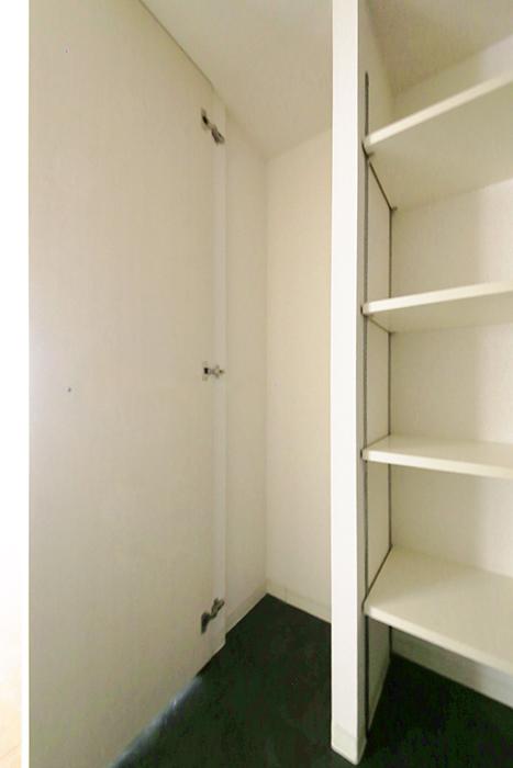 【丸の内セントラルハイツ】503号室_廊下_収納スペース_MG_6278