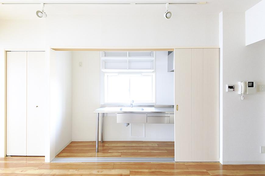 【丸の内セントラルハイツ】805号室_洋室_キッチン_仕切りドアがあります_MG_5778