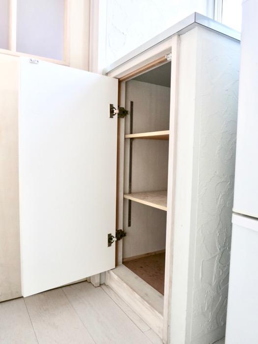 1F モザイクタイルのキッチン。BOX HOUSE 5B号室4