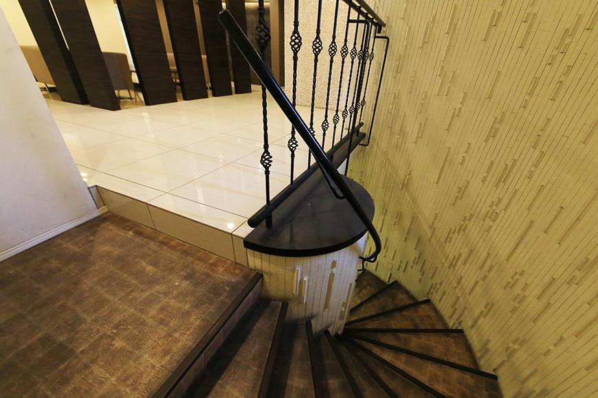 【ビアンカーサ】共有部_地下からの階段_MG_8808