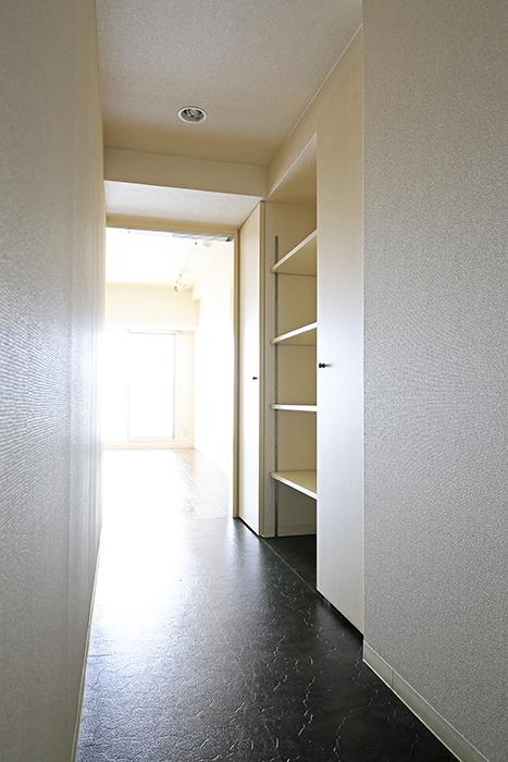 【丸の内セントラルハイツ】503号室_廊下_収納スペース_MG_6265