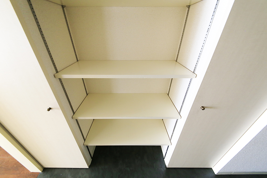 【丸の内セントラルハイツ】503号室_廊下_収納スペース_MG_6269
