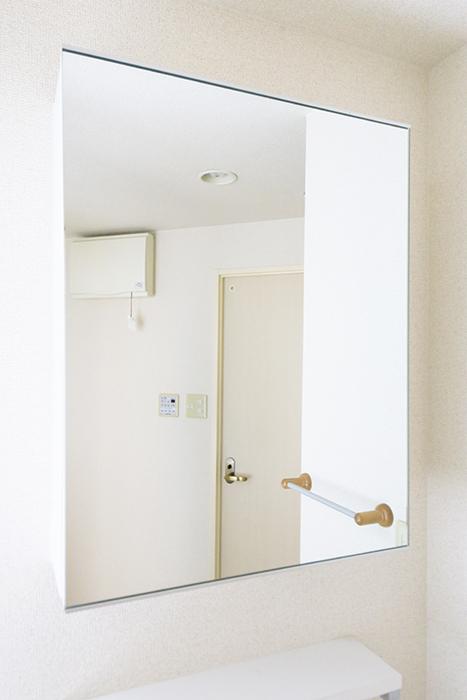 【丸の内セントラルハイツ】503号室_水周り_独立洗面台_鏡裏の収納MG_6139