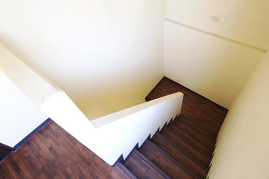 【ビアンカーサ】701号室_玄関前の階段_MG_8350