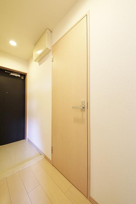 【ドゥーエ大須】1004号室_廊下_水周りへのドア_MG_6616