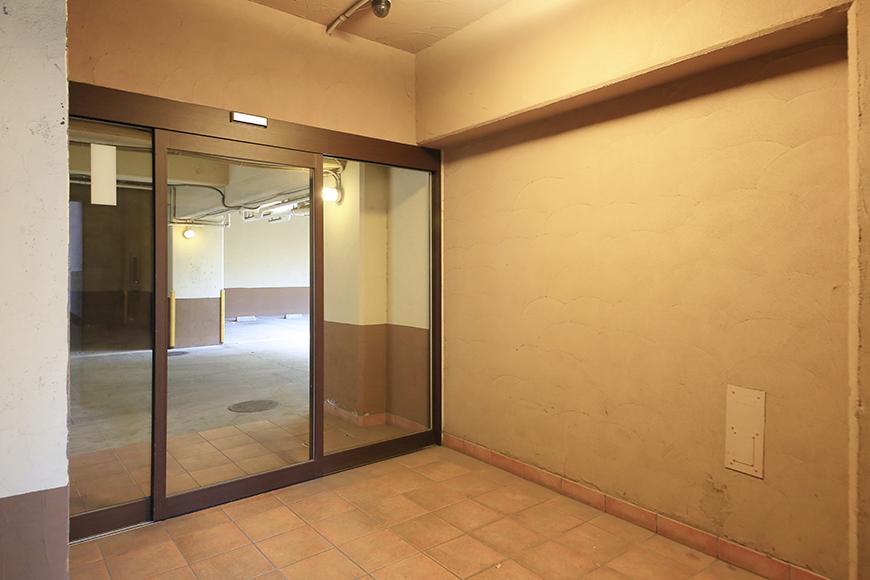 【ビアンカーサ】共有部_地下駐車場へのドア_MG_8776