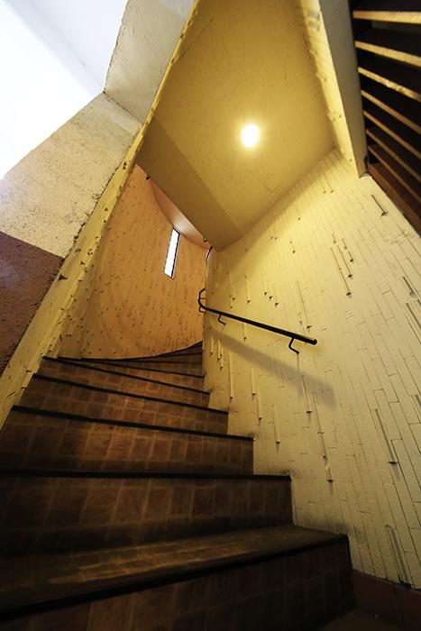 【ビアンカーサ】共有部_地下からの階段_MG_8765
