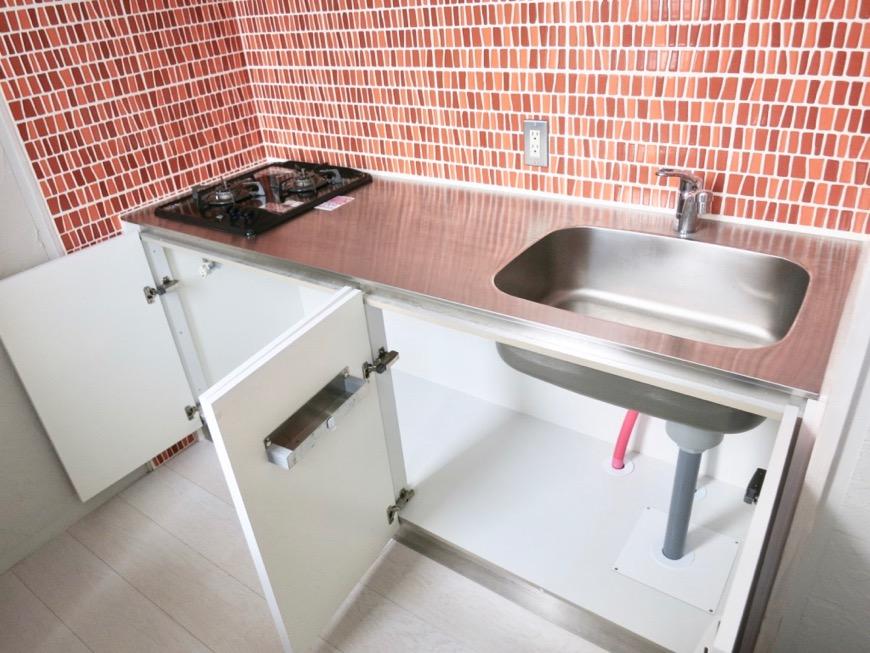 1F モザイクタイルのキッチン。BOX HOUSE 5B号室6