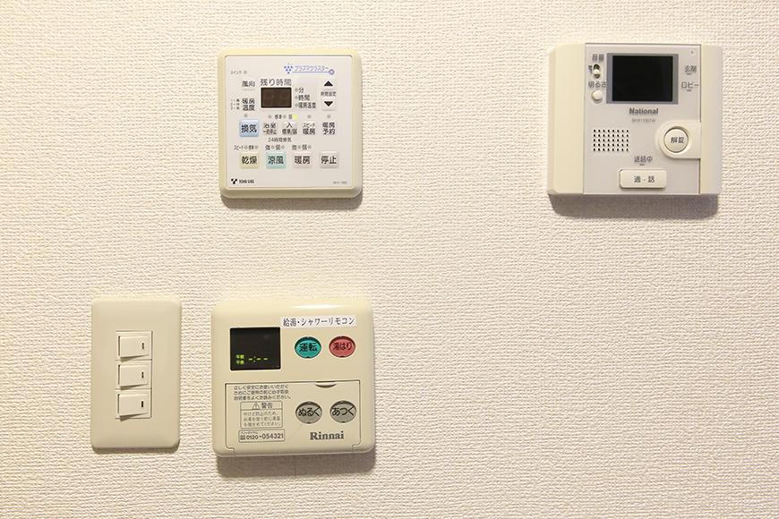 【ビアンカーサ】605号室_キッチン_TVモニタ付きインターフォン、給湯などのコンパネ_MG_8128