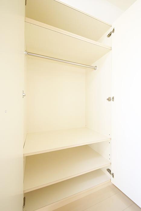 【ドゥーエ大須】1004号室_洋室_クローゼット収納内_MG_6906