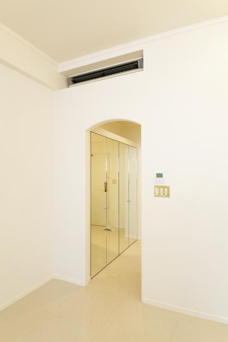【プリンセス姫ラグジュアリースイート】6-Lily_洋室から廊下へ_MG_9992