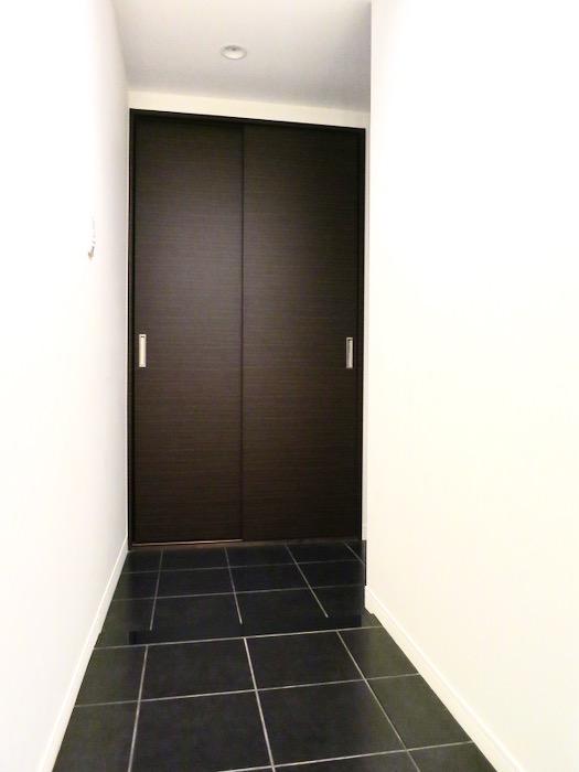 玄関・廊下 ミッドセンチュリーなお部屋。VIVACE 2