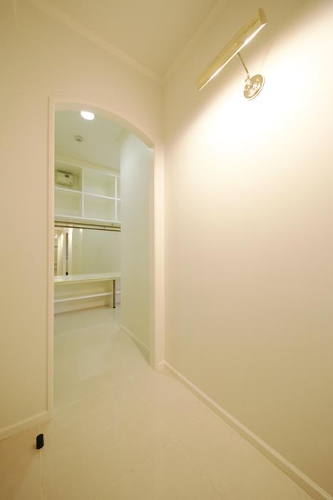 【プリンセス姫ラグジュアリースイート】6-Lily_廊下からウォークインクローゼットへ_MG_9714