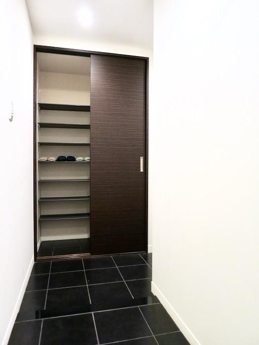 玄関・廊下 ミッドセンチュリーなお部屋。VIVACE 6