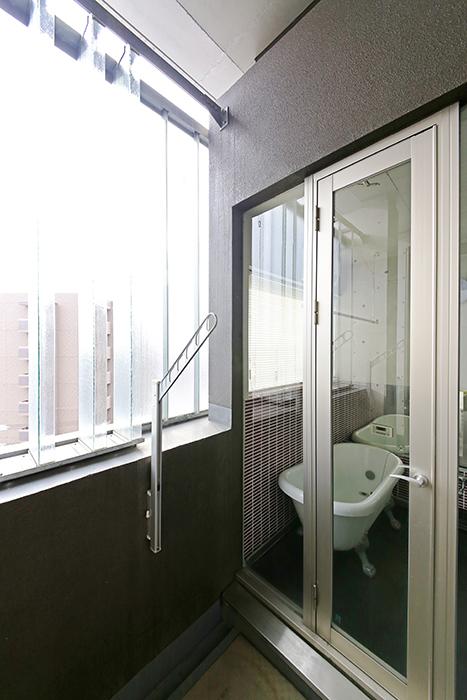 上小田井【SK BUILDING 7】705号室_ベランダ_バスルームへのドア_MG_3522
