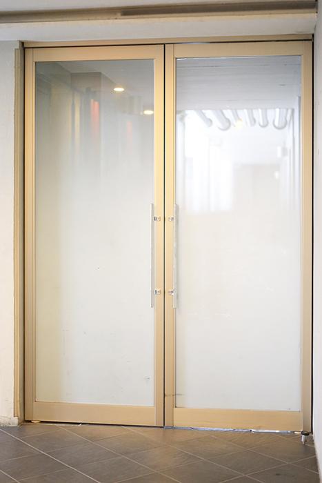 上小田井【SK BUILDING 7】共有部_裏口へ通じるドア_MG_4715