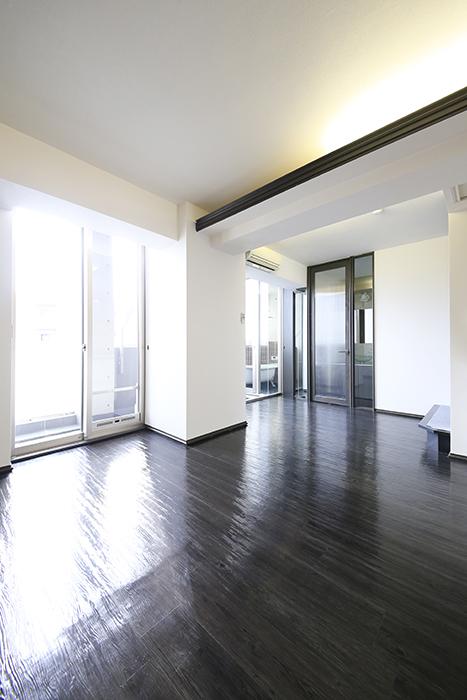 上小田井【SK BUILDING 7】705号室_LDK_リビングの天井高と間接照明_MG_3489